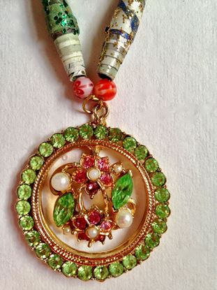 Picture of Necklace with green and pink stones